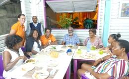 Quelle accueil en Martinique !!! A Case-Pilote, au restaurant «Le Reef» ! ET 3500 € de dons récoltés ! L'année commence bien!